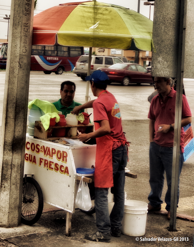 Neighborhood Photos TIJUANA,BAJA CALIFORNIA Street food vendor in Otay / Vendedor de tacos en Otay.