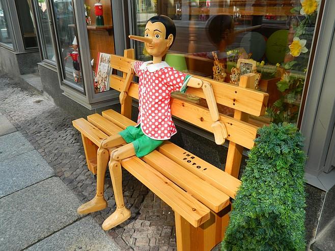 Pinocchio advertising a Leipzig toy store.