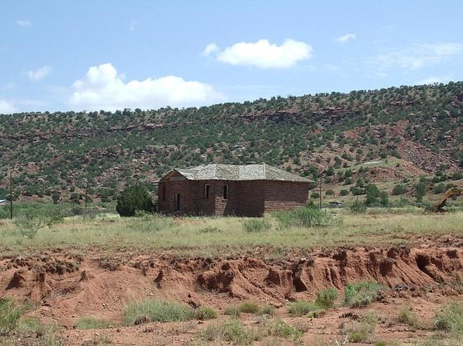 Abandoned school in Cuervo.