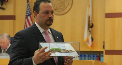 Defense attorney Daniel Segura with the knife removed from the victim's skull. Photo Eva.