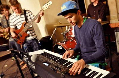SoCal pianoman Kiefer Shackleford will be setting and breaking down the likes of Michael Jackson, Paul Simon, Bob Marley, and McCoy Tyner at 98 Bottles Thursday night.