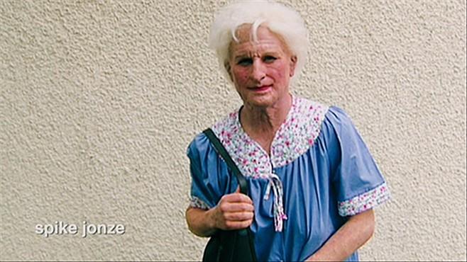 Spike Jonze as Gloria.