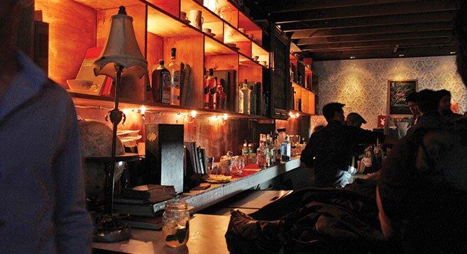 Jinx brings a New York City speakeasy atmosphere to Tijuana.
