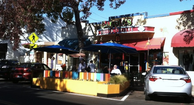 "Carlsbad's first ""curb café"" opens"