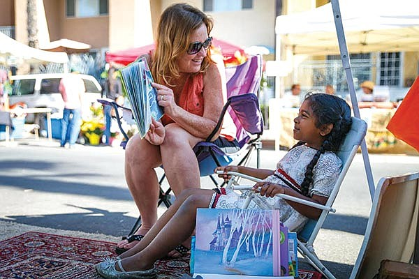 Every Saturday in December, local nonprofit Traveling Stories hosts Holiday Story Time at the City 
