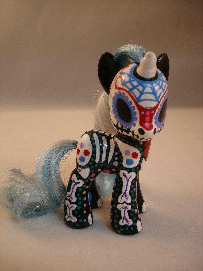 Vinylmation unicorn, by Optimus Volts