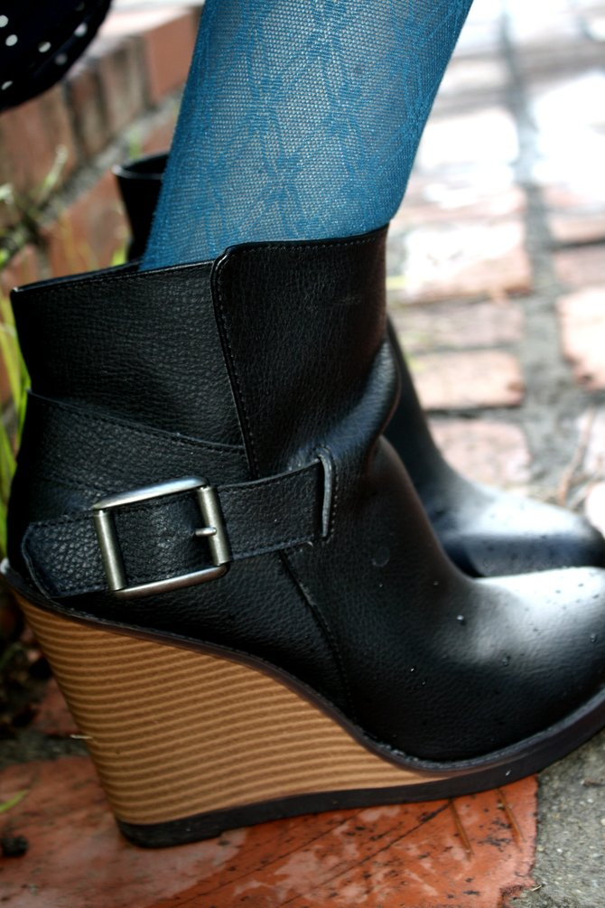 Cami Stringer's black Mossimo ankle boots