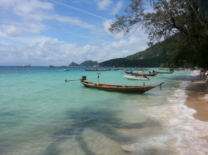 Tropical blue waters of Koh Tao.