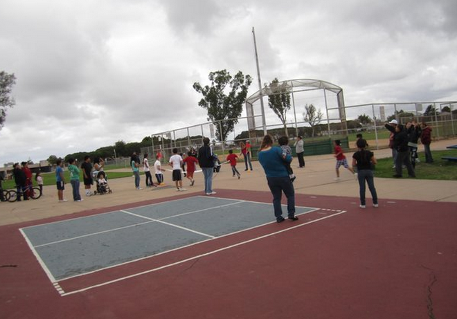 Photo from event at Silver Wing Park taken from http://www.sandiegoreader.com/weblogs/residential-ramblings/2011/nov/21/turkey-trot-poem-silver-wing-park-11-19-2011/
