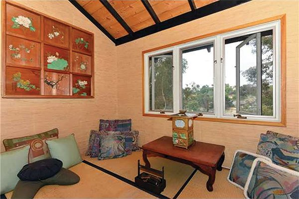 The Japanese tea room–themed meditation room occupies an outbuilding on the lower half of the property.