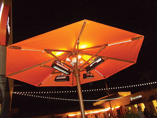 Heater-equipped umbrellas keep the night warm at Puesto