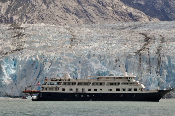 Safari Endeavor and skiff exploring at the glacier