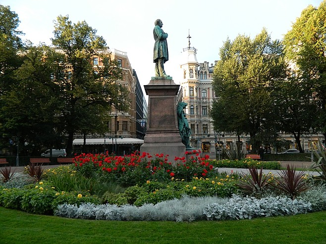 Statue in the middle of Helsinki's fancy street, the Esplanade.
