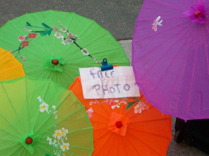 Free photos of umbrellas available near Waikiki Beach in Hawaii.