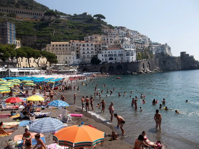 Beachgoing In Amalfi Near Soro