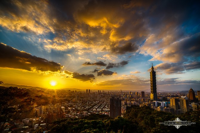 Sunset over Taipei, Taiwan shot from the peak of Elephant Mountain. Taipei 101, the world's tallest building until 2010, stands proudly over the Taipei skyline.