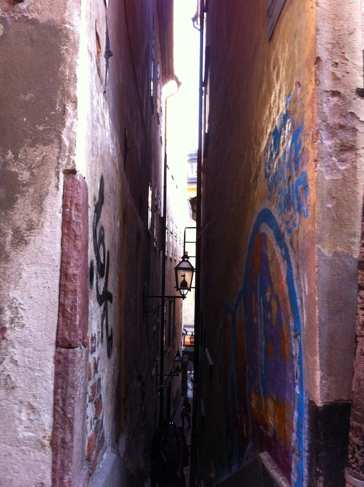 Narrow actual street where sailors used to be robbed and killed.