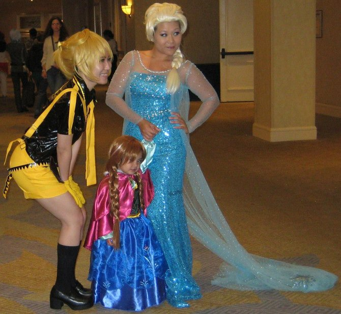 Tres princesses. Caption by Jay Allen Sanford