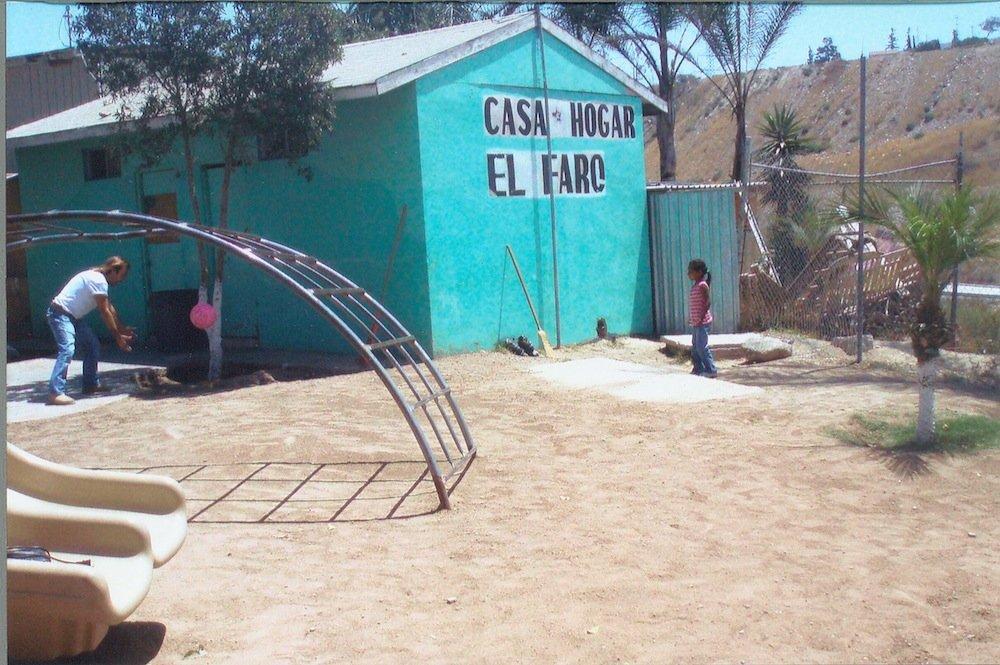 Dirt playground at El Faro.