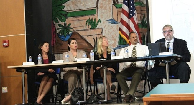 Members of the GSA, Caltrans, City of San Diego, SANDAG, and MTS at the pedestrian-crossing forum