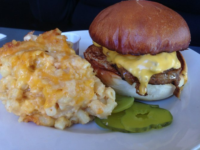 Grilled meatloaf sandwich with rustic mac 'n' cheese