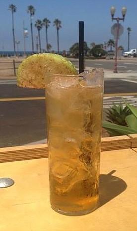 Hello Betty's Crispy Apple: Apple Cider Strongbow, Licor 43, Apple Pie Moonshine.