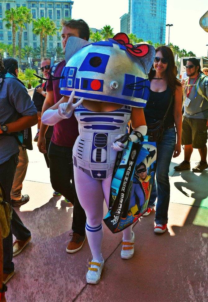 Hello, Kitty...er, R2-D2. A Comic Con attendee parades by, flashing me the peace sign.