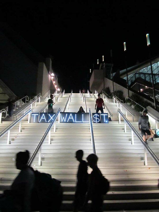 Robin Hood Tax on Wall Street invades Comic-Con International