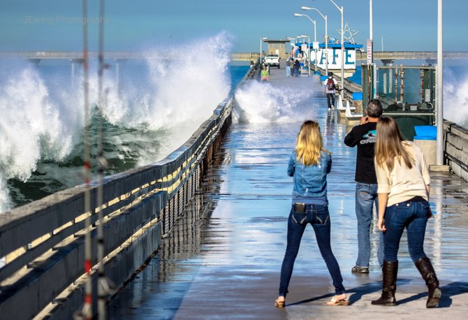 Ob Pier With A 6 Foot Swell On The Water Ocean Beach San Go
