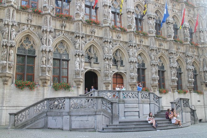 Students enjoy the September sun in front of Leuven Town Hall.