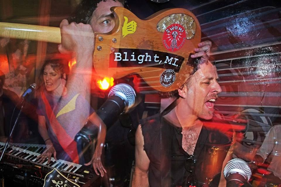 Garage-rawk greats Beehive & the Barracudas cross the Black Cat Halloween night!