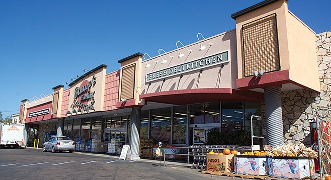 Stump's market in Loma Portal - Image by Howie Rosen