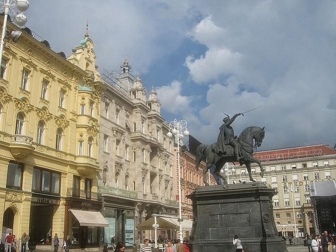 Trg Josipa Jelačića: get your bearings here to see Zagreb.