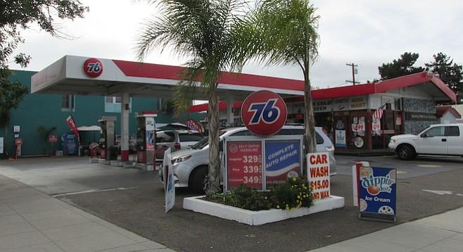 Coronado 76 Gas Station