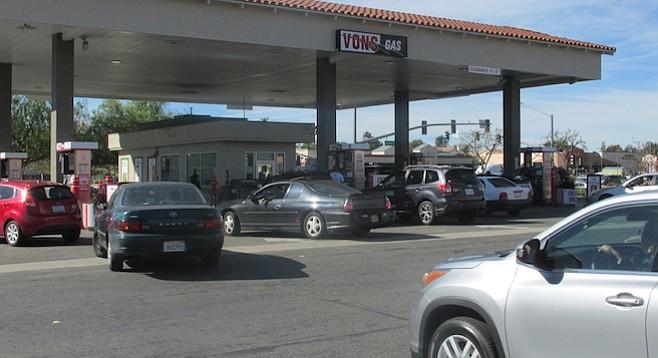 Vons Escondido gas station