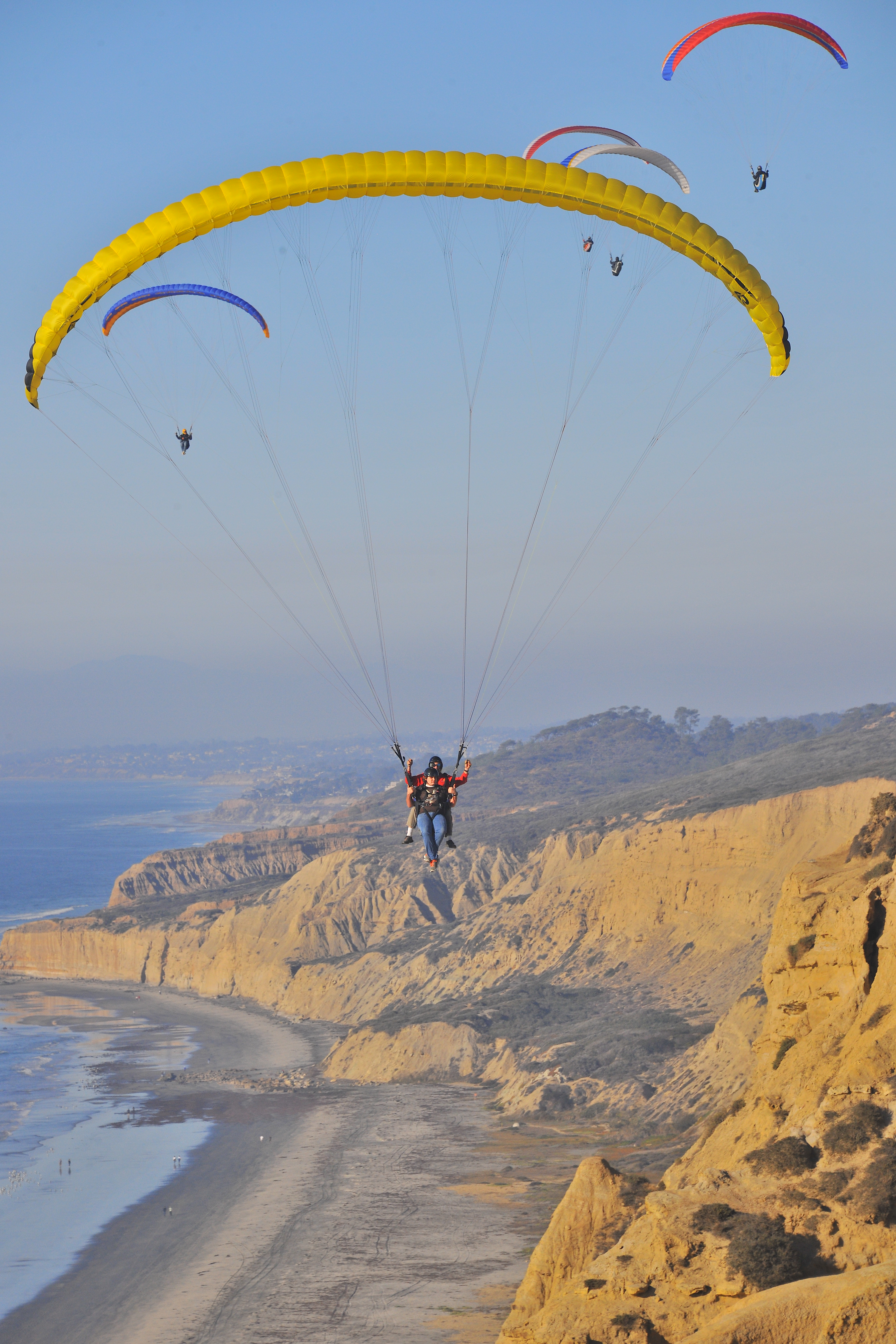La Jolla: Paragliding at the Torrey Pines Gliderport  The