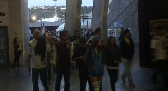 Fans file into the meeting overflow area at Qualcomm
