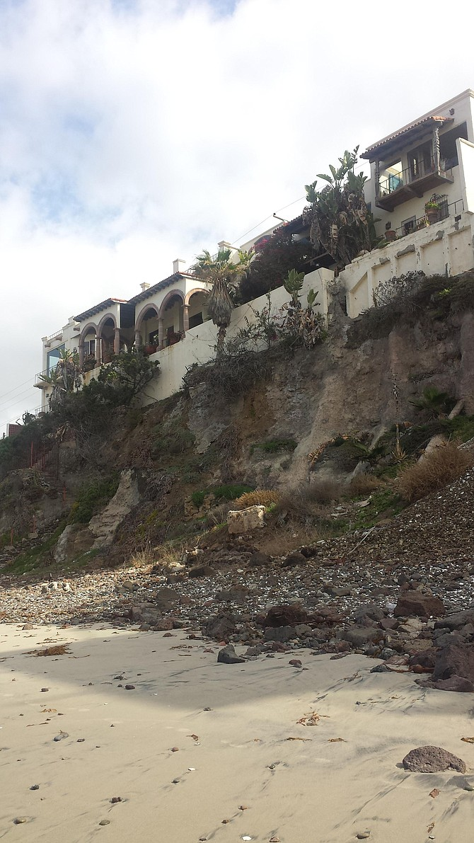 homes on the rocks