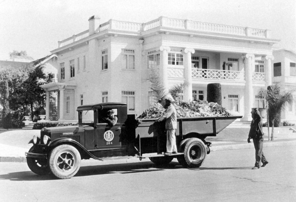 City trash collection at 202 Redwood Street, 1931