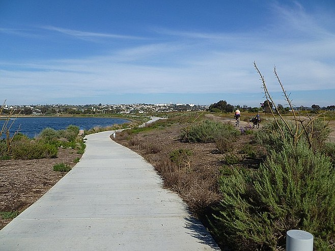 Uncrowded trails at the southeast corner of the bay.