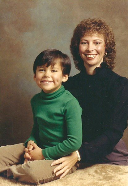 """When her husband left, Brandon Hernández's mom """"kept her wits about her and forged a new life for her and me."""""""