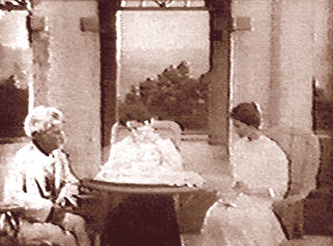Twain with Clara and Jean. Clara spent her childhood and adolescence with her older sister Susy and younger sister Jean, in the 19-room mansion in Hartford, Connecticut.