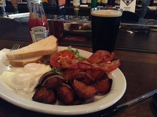 American breakfast in an Irish pub