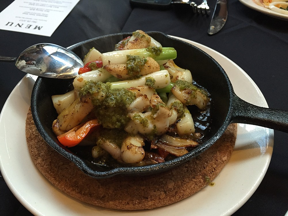 Sizzling cuttlefish with jalapeño sauce