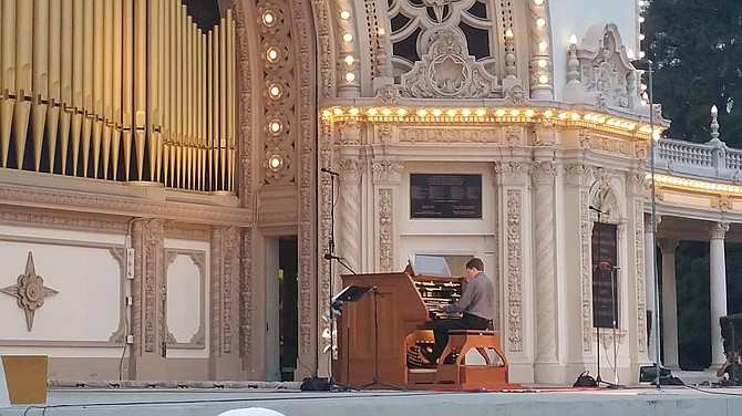 Organist Thomas Mellan