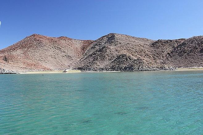 """Diving in """"Don Juan's Cove"""" in Bahia de Los Angeles."""