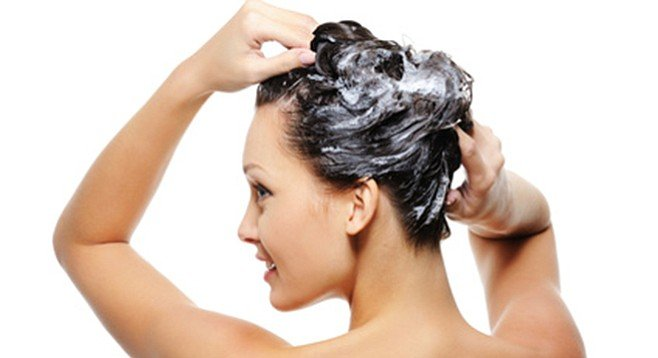 A hair mask keeps the hair healthy during the hot months
