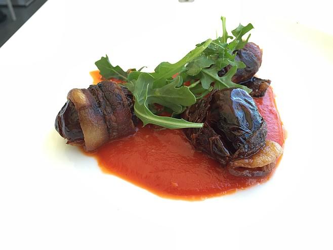 Stuffed dates in tomato sauce