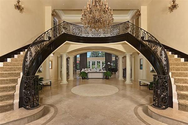 A breathtaking foyer