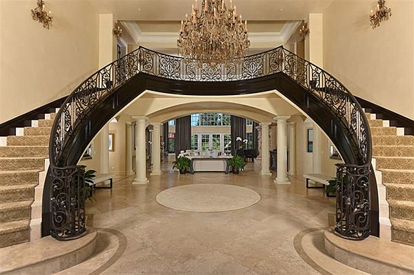 A breathtaking foyer